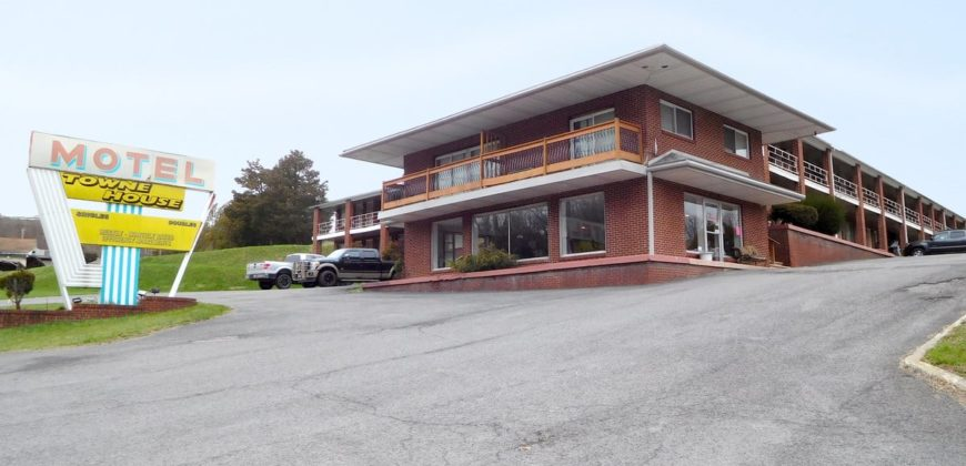 Towne House Motor Lodge Motel on 2.72 Acres [Bridgeport]